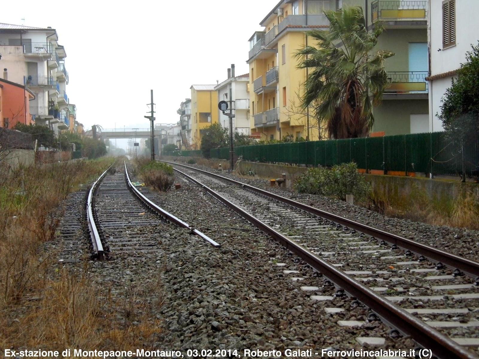 ex stazione di Montepaone-Montauro gi  trasformata in fermata negli scorsi anni. Impossibile effettuare incroci su un solo binario